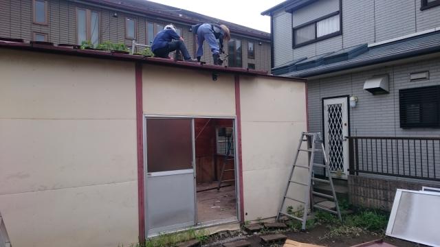 トタン屋根を剥がす