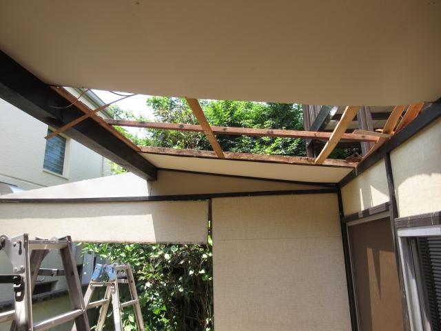 屋根から解体