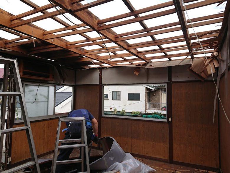 天井の板を撤去