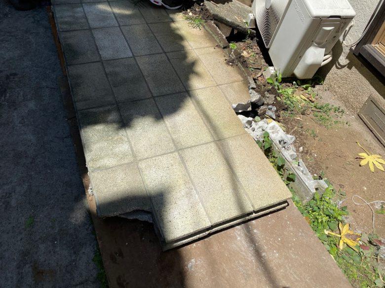 倒したブロック塀
