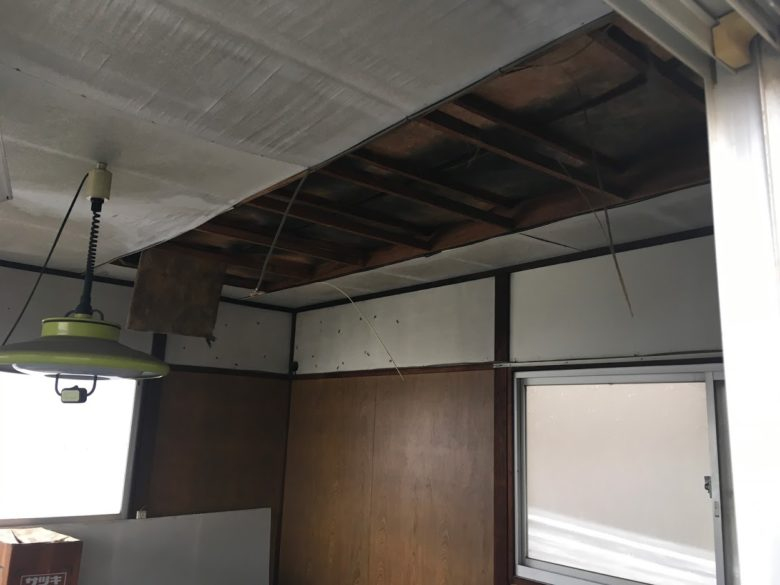 天井から解体