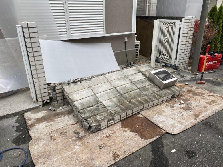 養生 コンクリートブロック塀倒す